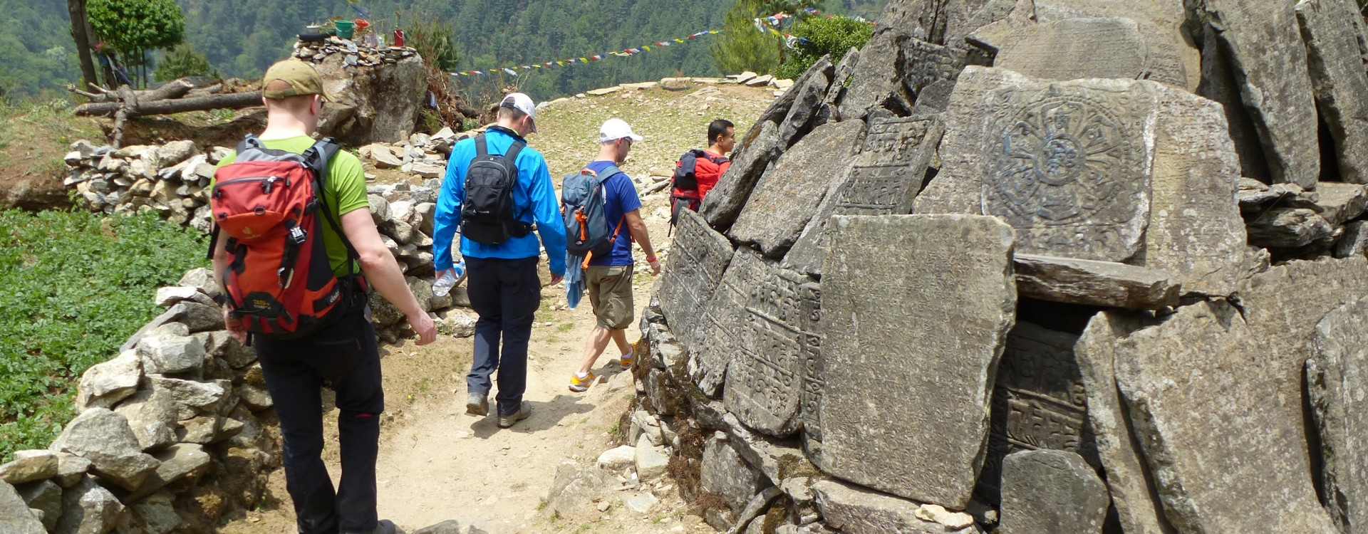 On the trek from Phakding to Namche