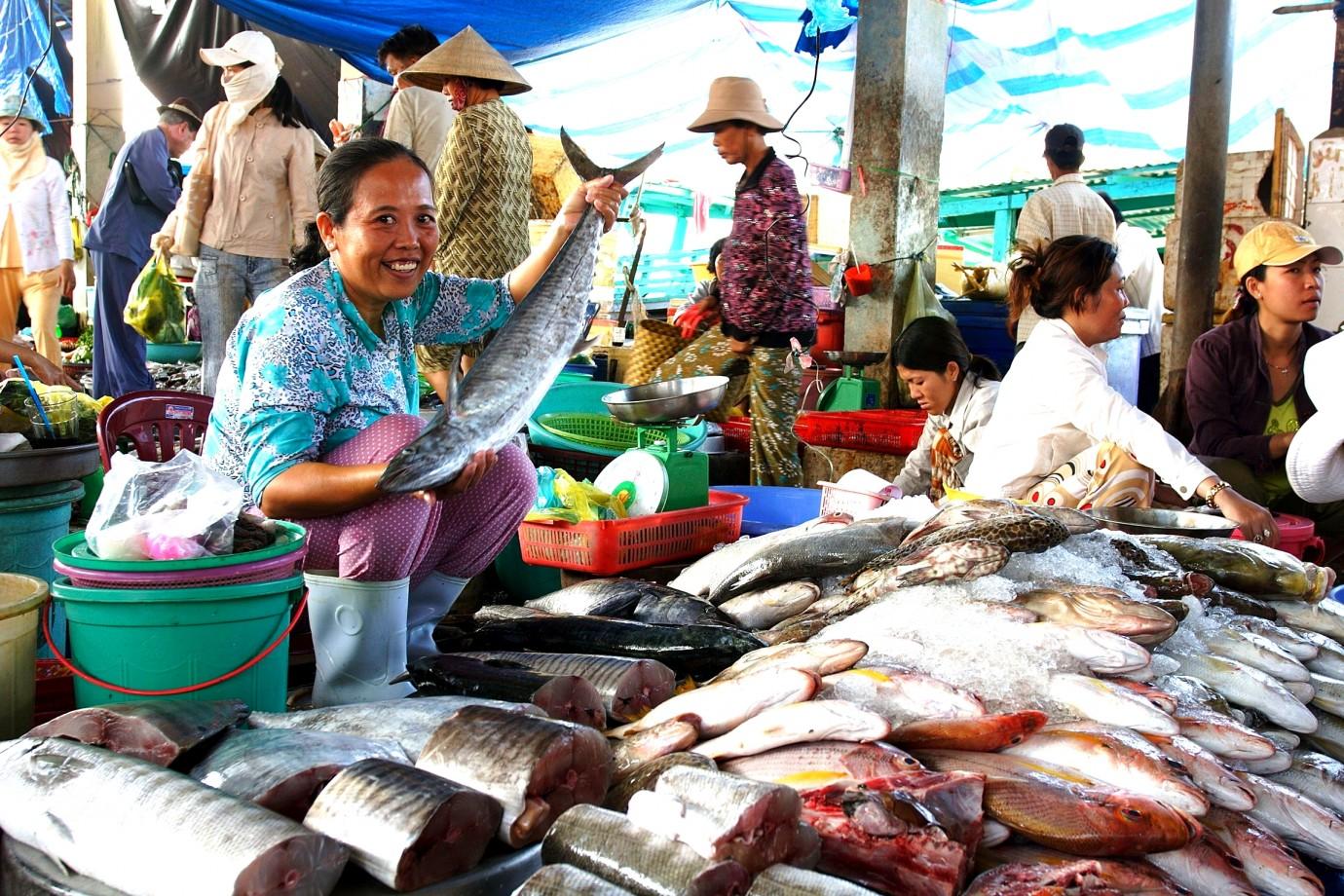 Family adventure holiday in vietnam ke adventure travel for Local fish market